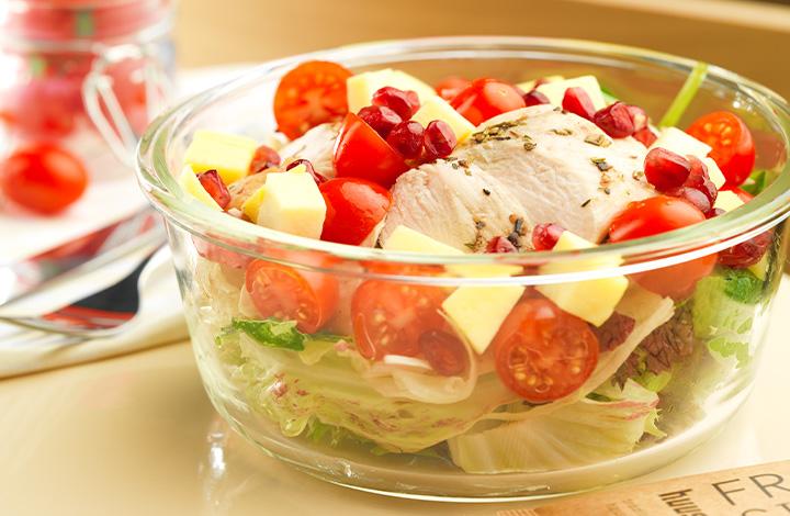 Gesunde Salat Bowls mit und ohne Fleisch